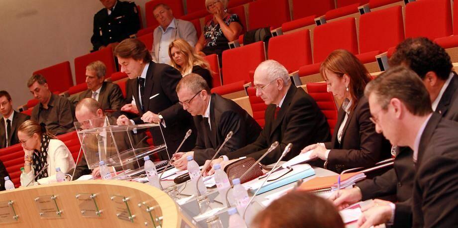 Pour ce premier examen d'un projet de loi portant sur le budget rectificatif du Conseil national élu en février dernier, Marc Burini a présenté le rapport de la Commission des finances et de l'économie nationale qu'il préside.