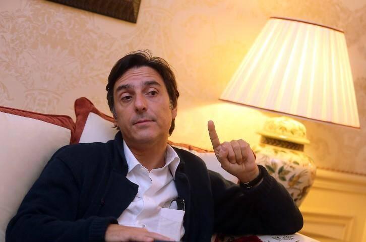 Avant la première de la pièce Race au théâtre Princesse-Monaco, le comédien Yvan Attal a salué les internautes de Nice-Matin... malgré un trac évident.