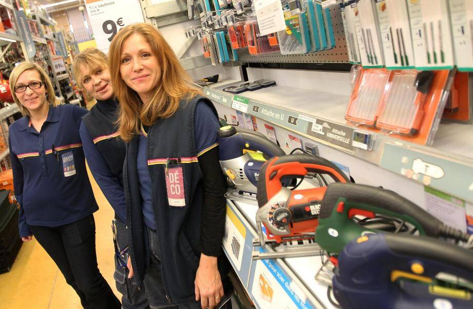 L'entreprise Castorama travaille, tant dans son magasin du Cannet qu'au niveau national, à privilégier les talents féminins. Dessous (de gauche à droite) : Anne-Gaël (Photos Patrice Lapoirie)