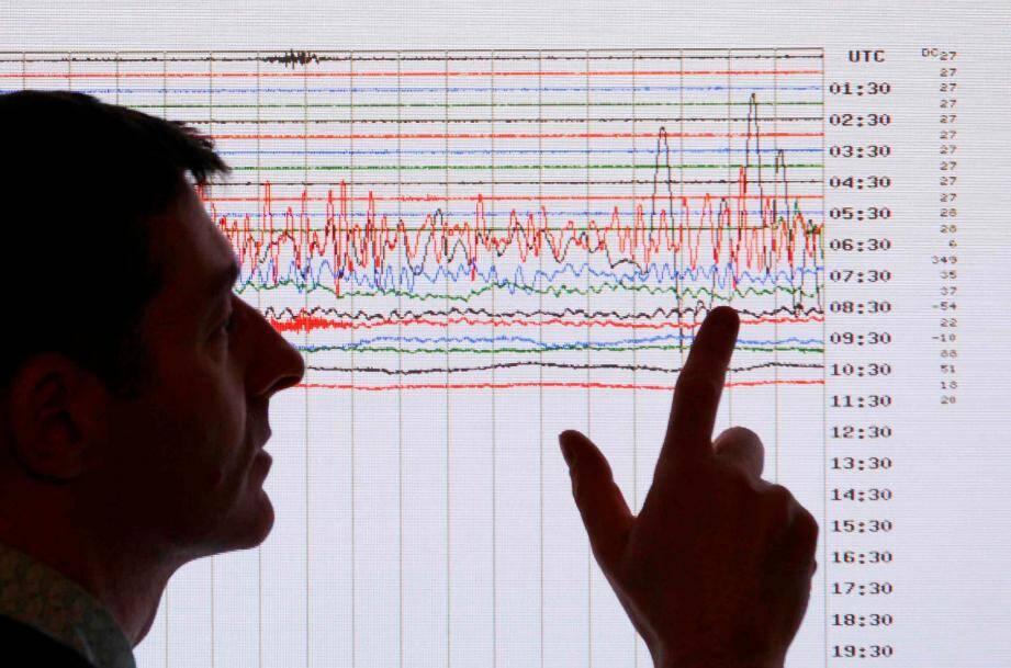 Un sismologue observe l'activité au Japon en 2011... Rien de similaire jeudi soir à l'est des Alpes-Maritimes, même si de nombreux internautes se sont fait une petite frayeur.