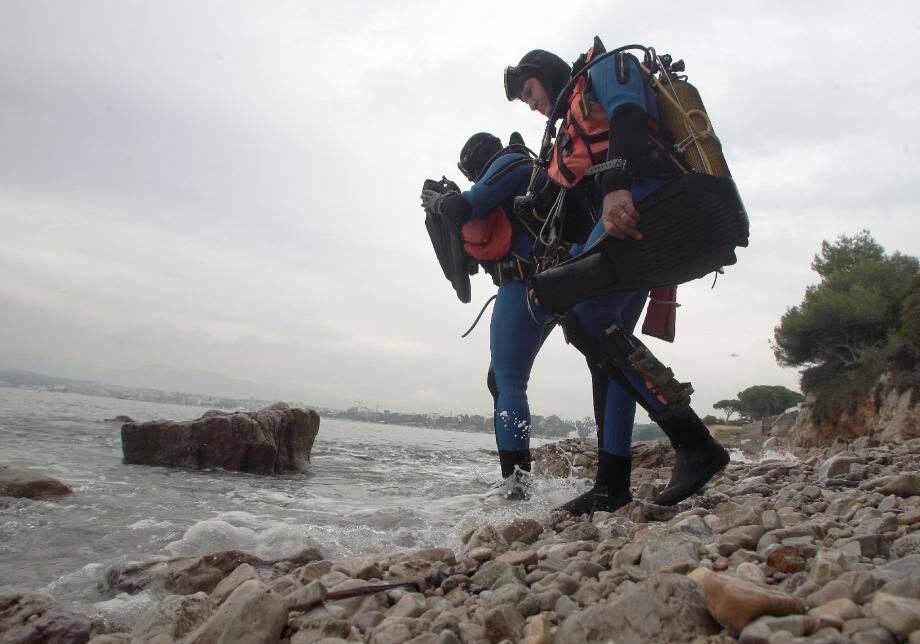 Les ossements ont été remontés par les plongeurs techniciens en investigation criminelle sous-marine de la brigade nautique de la gendarmerie d'Antibes.