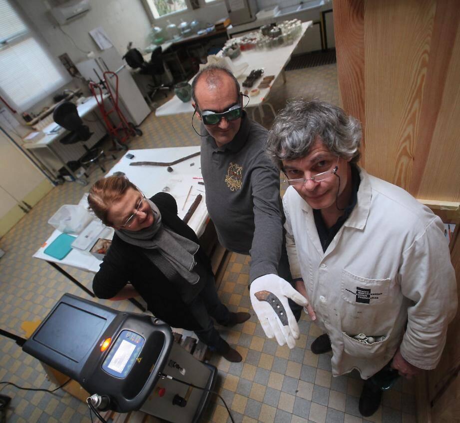 Jacques Rebière (au premier plan) y tient : la TPE, qui vient de mettre au point une restauration du patrimoine par laser, repose sur un principe de codécision.