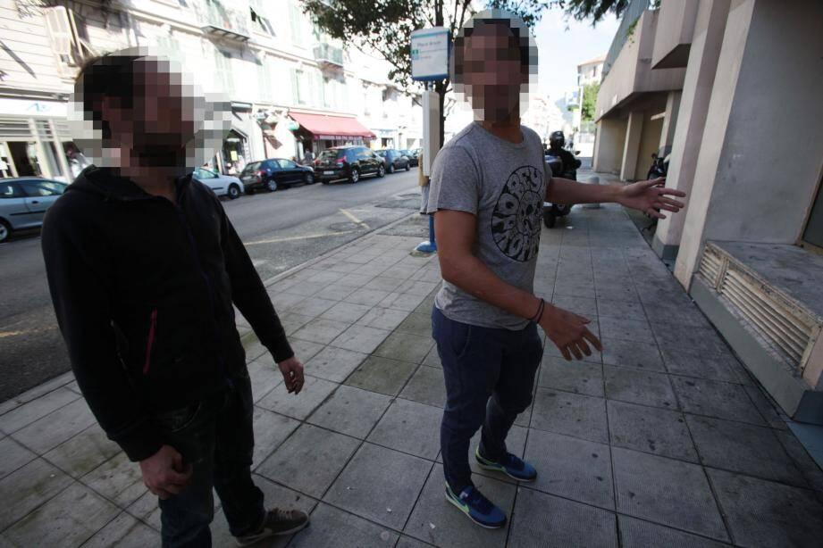 Jeudi matin, des témoins avaient poursuivi et stoppé le jeune voleur qui venait d'agresser une septuagénaire rue Auguste-Gal.