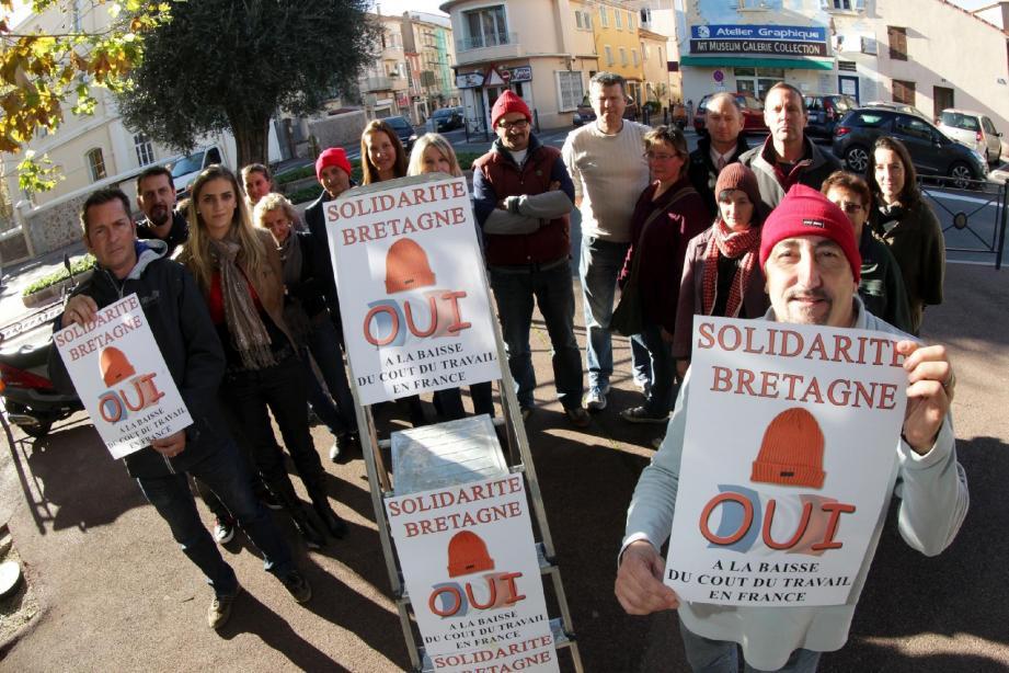 Les commerçants raphaëlois sont solidaires des Bretons et entendent bien le faire savoir. Avec pour mot d'ordre : « Ras-le-bol des taxes ».