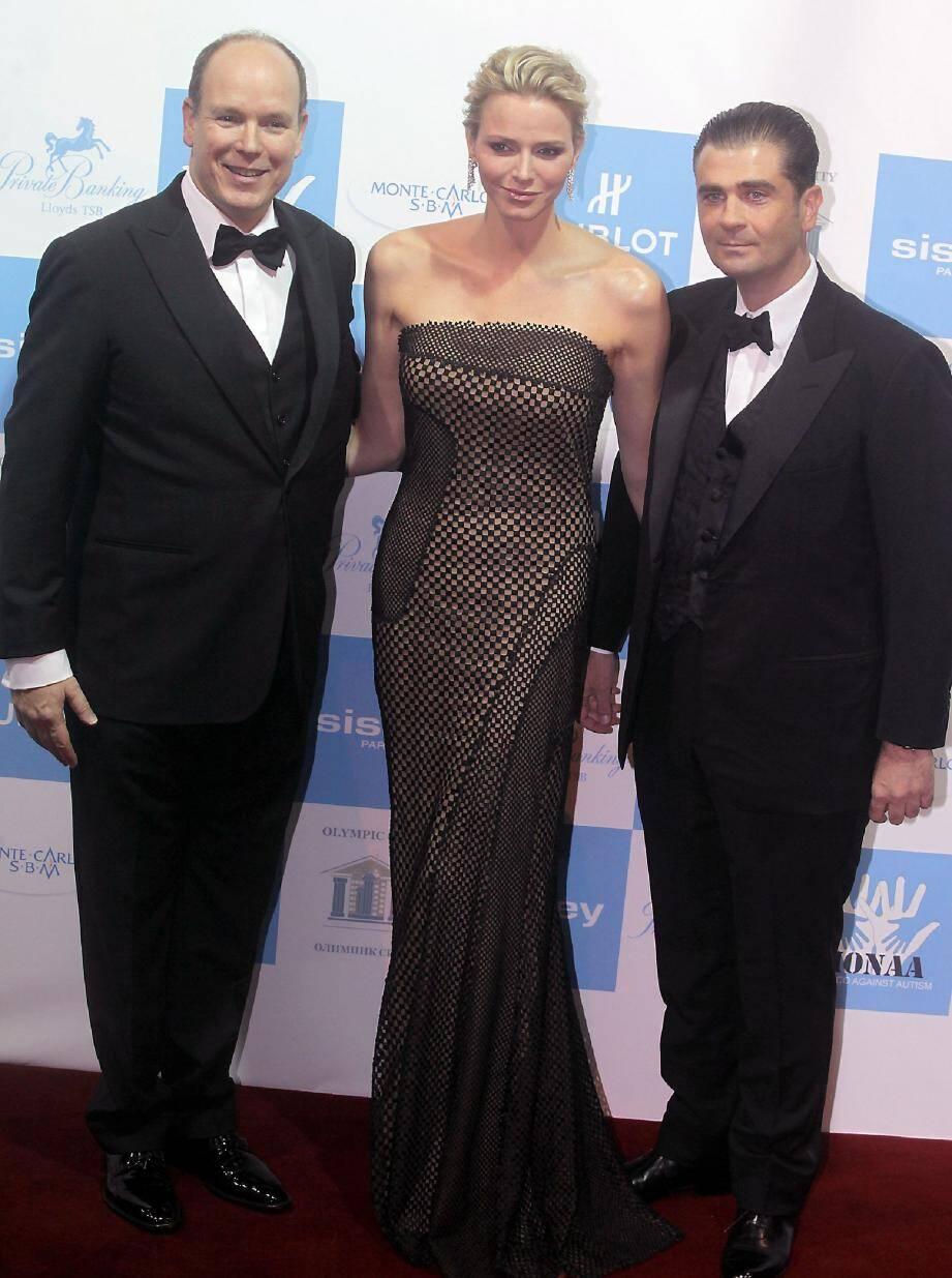 Le couple princier avec Emmanuel Falco, lors du gala de l'association Monaa en novembre 2012.
