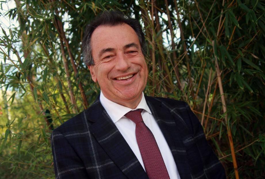 Directeur financier de la Régie des Eaux du Canal Belletrud, le maire sortant, 57 ans, veut poursuivre les actions menées lors du mandat précédent.