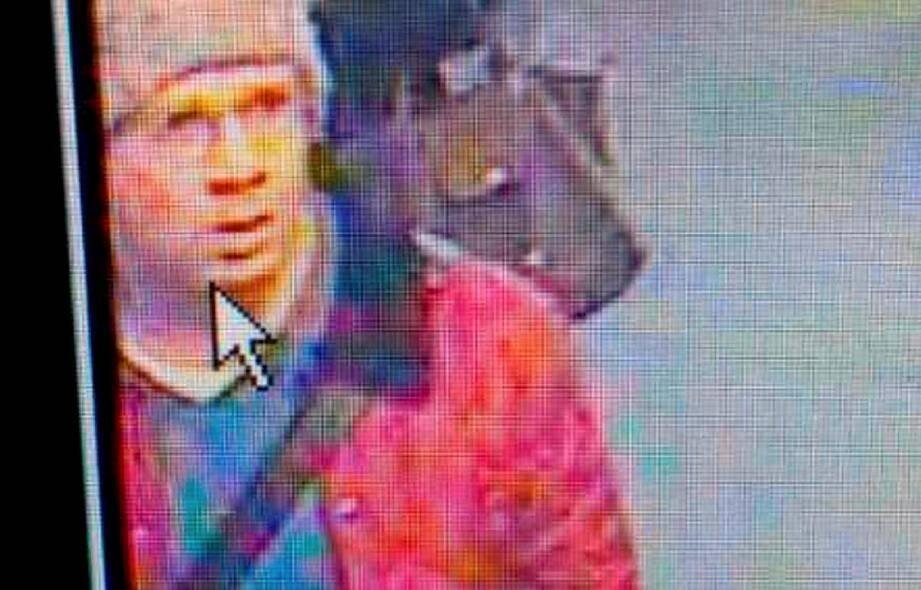 L'auteur présumé des coups de feu tirés lundi dans le hall de Libération à Paris puis à la Défense a été placé en garde à vue pour des chefs de tentatives d'assassinat, d'enlèvement et de séquestration, a déclaré jeudi le procureur de Paris.