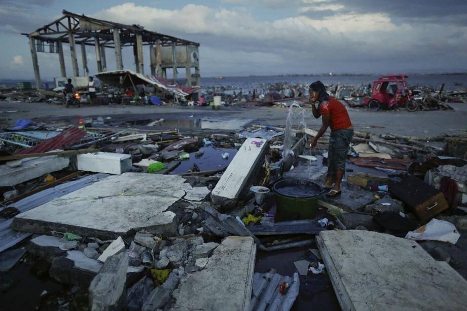 Des paysages de désolation… Voilà ce qu'a laissé le typhon Haiyan après son passage.