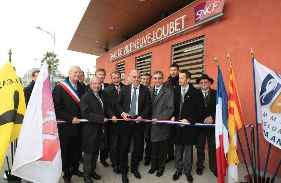 La nouvelle gare a été inaugurée par les élus de la région, du département, de la CASA et de Villeneuve-Loubet