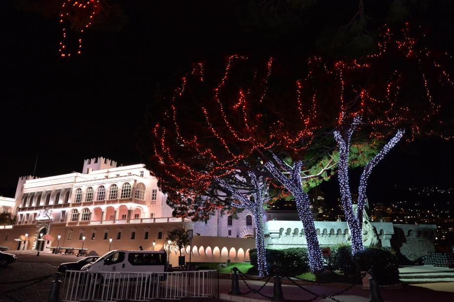 Le maire Georges Marsan a déclenché les illuminations de Noël ce mardi soir.