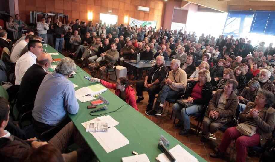 « Si ça ne suffit pas pour faire reculer le gouvernement, nous organiserons d'autres actions, ont averti, hier, les quelque 400 agriculteurs et propriétaires fonciers autour de Michel Dessus et de Philippe Pradal.