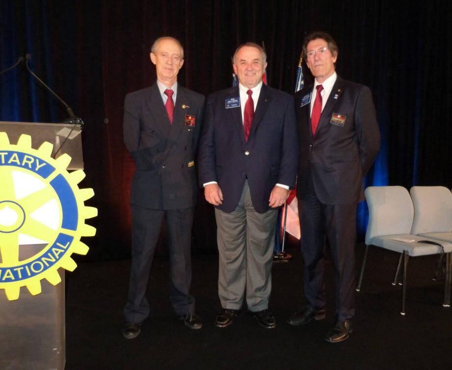 De gauche à droite : Bure Melander le président du Rotary Club Monaco, Ron Burton le président du Rotary International et Jacques di Costanzo, administrateur.