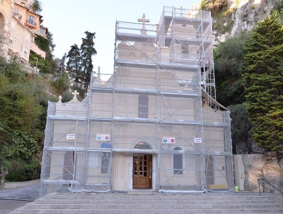 Le ravalement de l'église Sainte-Dévote sera achevé avant les fêtes.
