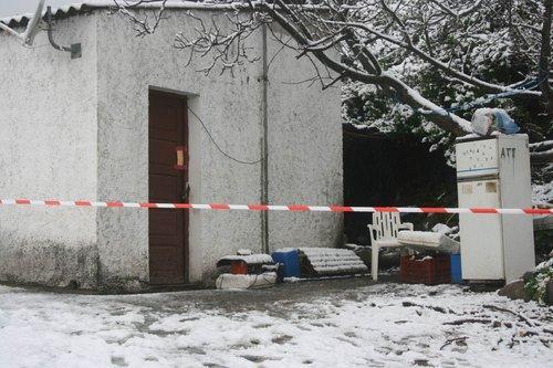"""C'est en franchissant le pas de la porte de ce bâtiment situé au domaine agricole """"Acqua acitosa"""" que la victime, Taib Adaime, a été tuée d'une balle destinée au gros gibier et tirée par un fusil à pompe."""