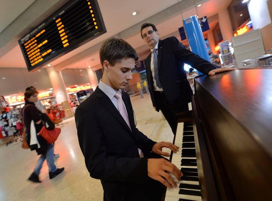 Piano en gare de Monaco