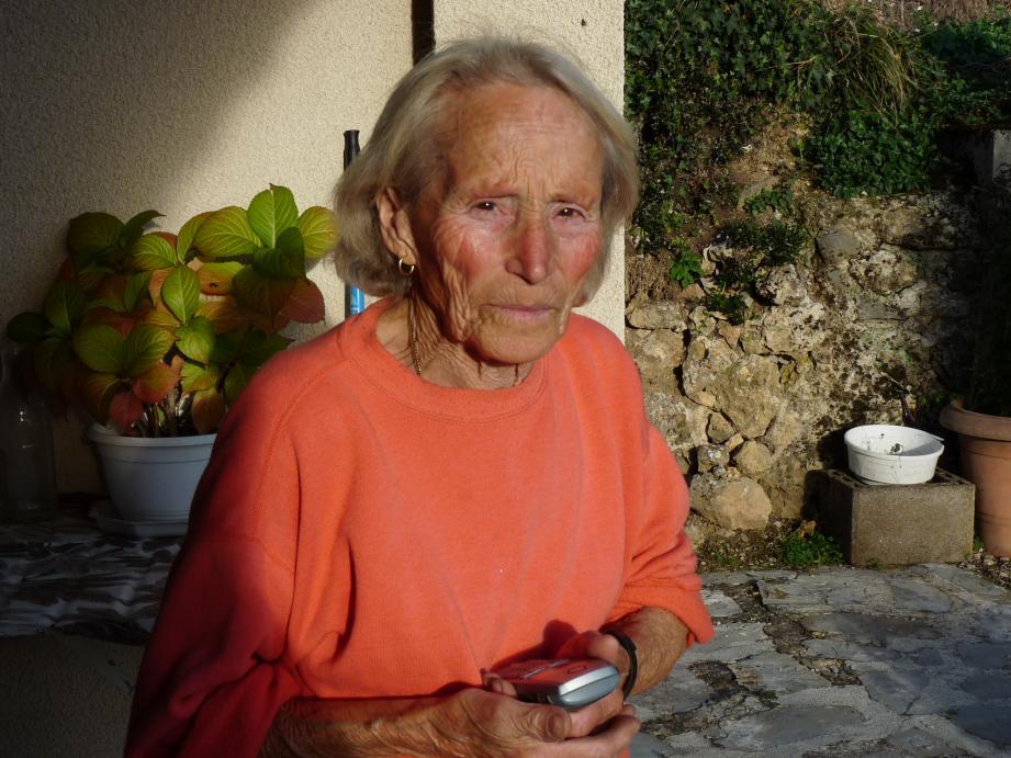 Maria a dû attendre plus de trois semaines pour entendre à nouveau la sonnerie de son téléphone.
