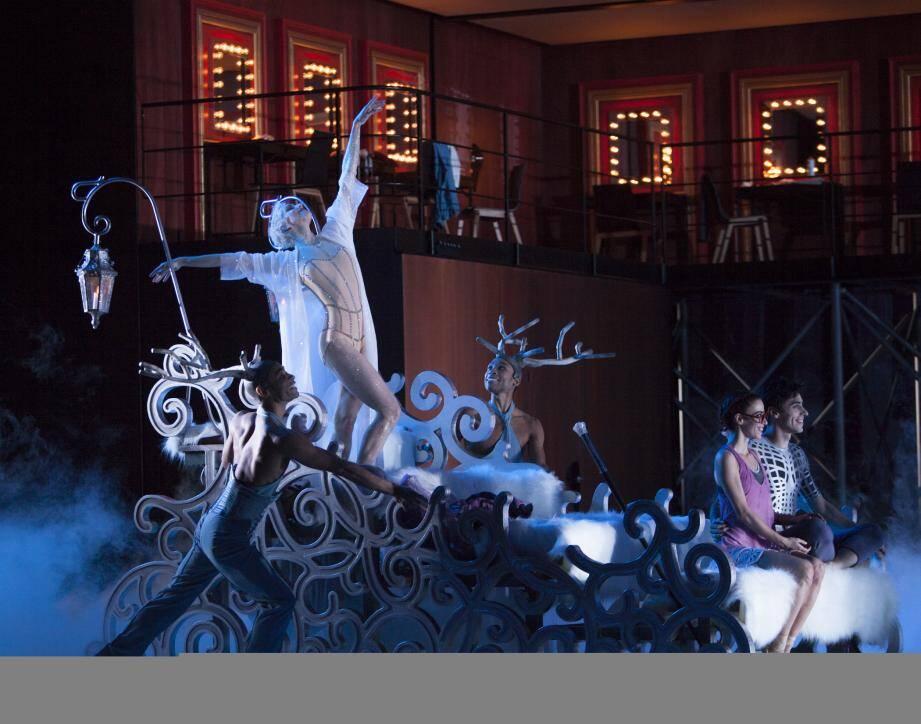 """Ce """"Casse-Noisette Compagnie"""" entraîne le public dans le monde du classique, du comique, du loufoque, du théâtre, de l'acrobatie."""