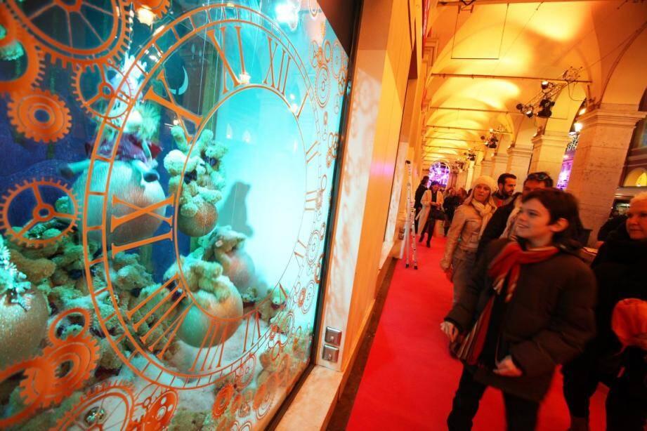 Il était une fois Noël... C'est sur ce thème plein de magie et de paillettes, que les Galeries Lafayette de Nice Masséna, ont dévoilé des vitrines animées.