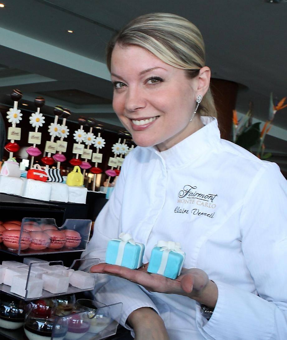 Claire Verneil devant ses créations sucrées, hier après-midi dans les salons du Fairmont Monte-Carlo .