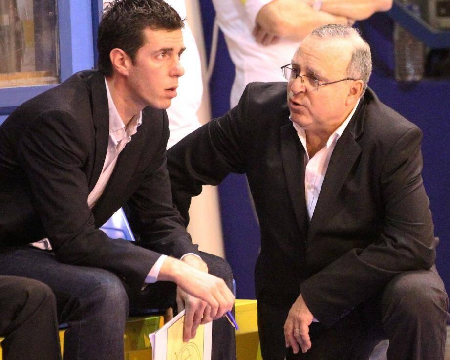 Alain Weisz (à droite) et son adjoint Julien Espinosa cherchent les solutions pour tenter de relancer une équipe en chute libre.