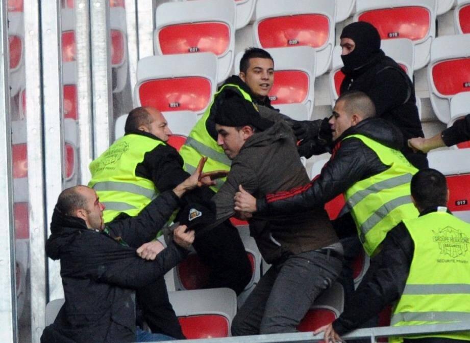Les stadiers étaient en première ligne pour calmer les ultras stéphanois.