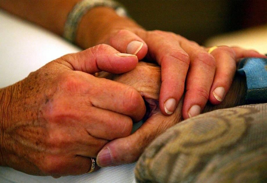 Certains retraités azuréens aimeraient être médicalement aidés lorsqu'ils décident de mettre fin à leurs jours.