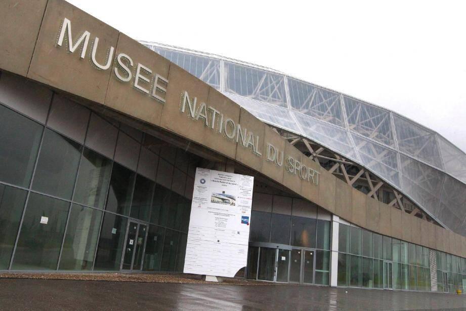 Au pied de l'Allianz Riviera vient d'apparaître l'enseigne du Musée national du sport qui ouvrira en 2014.