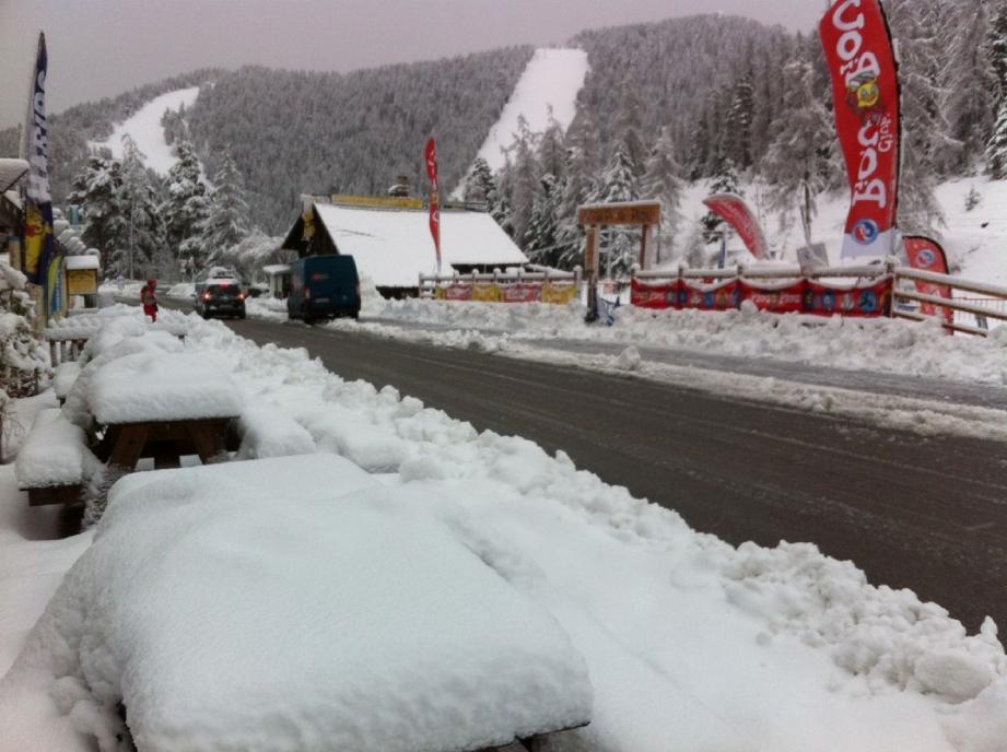 Après les fortes pluies, la neige est revenue : quatre pistes sont ouvertes à Gréolières.(DR)