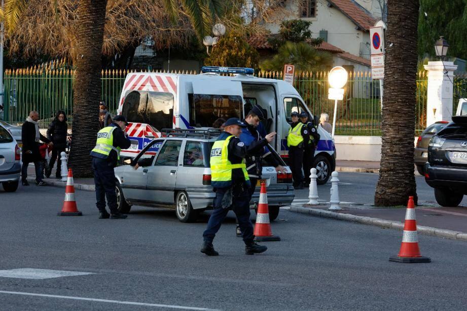 Lundi après-midi en centre-ville de Toulon, comme un avant-goût « des contrôles renforcés » organisés cette nuit dans tout le département.