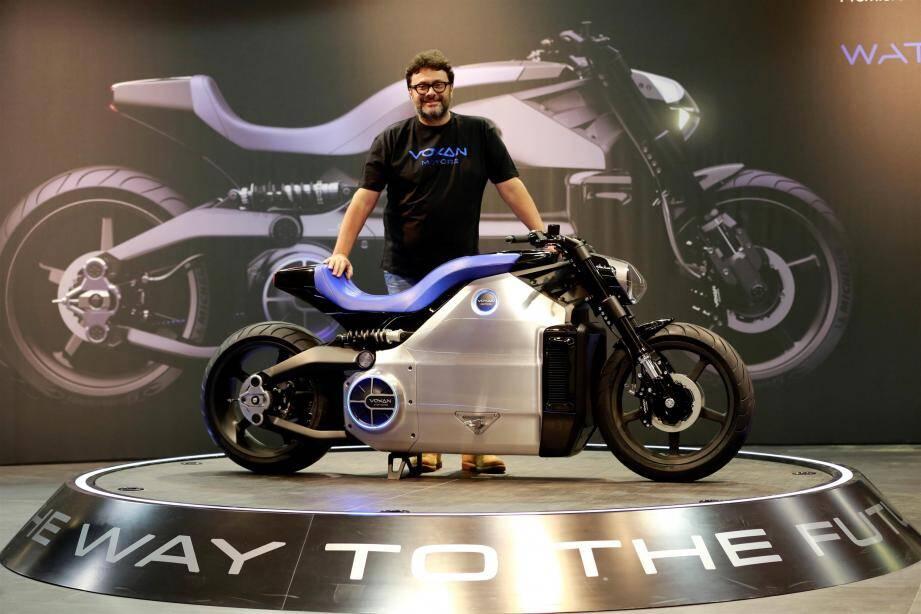 Le patron de la marque Venturi, Gildo Pallanca-Pastor, qui a racheté Voxan en 2010, présente au salon de la moto de Paris la Wattman