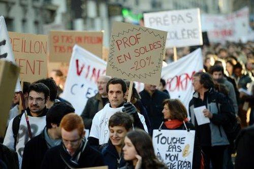 Manifestation de professeurs et d'étudiants de classes prépa le 9 décembre 2013 à Paris.