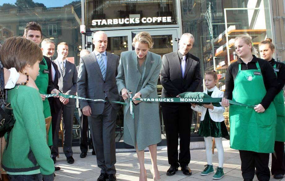 La princesse Charlène inaugure le Starbucks de Monaco
