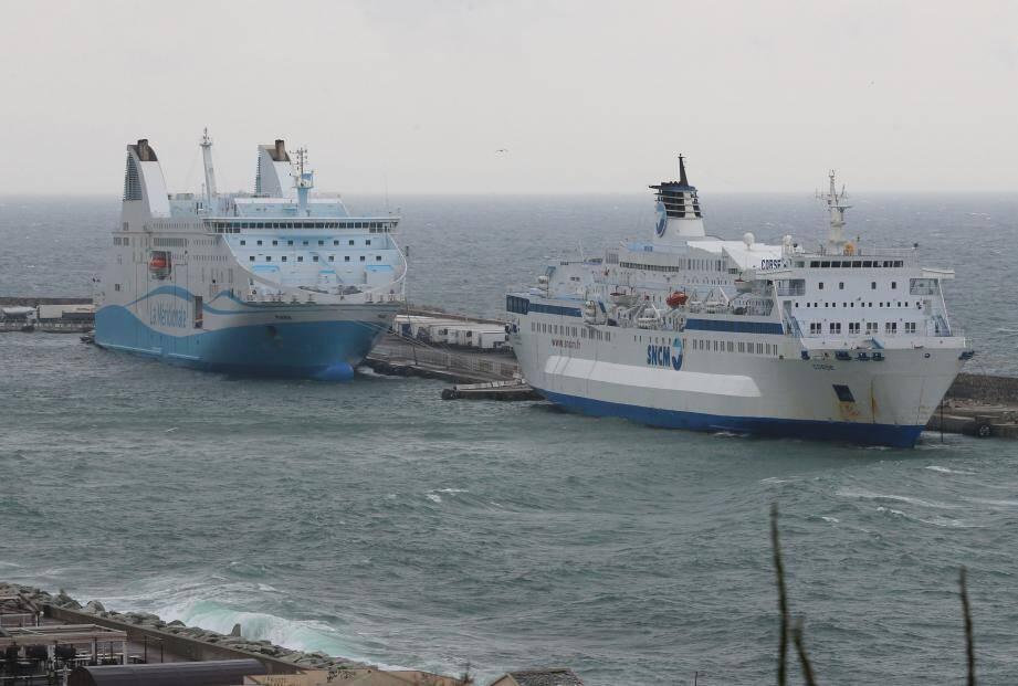 Des navires de la SNCM et de la Méridionale à quai à Bastia