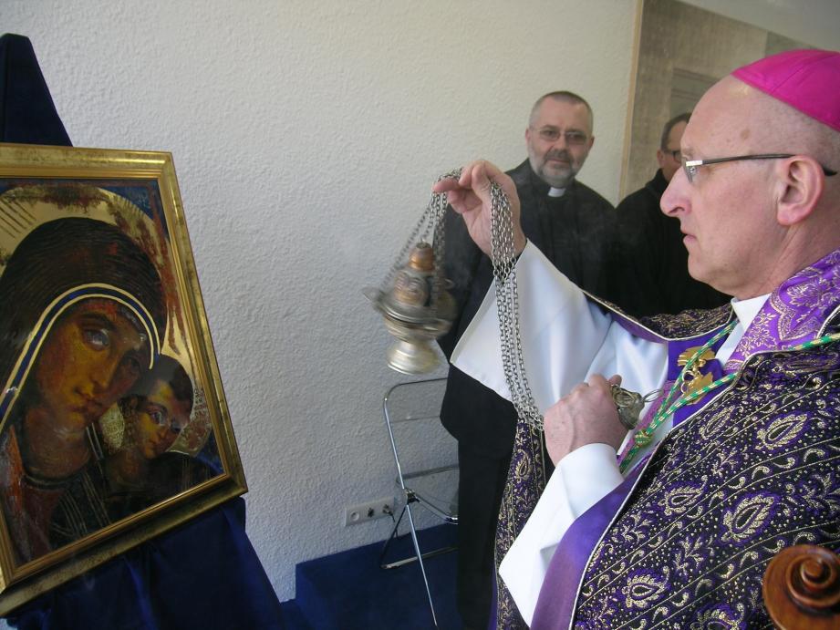 Monseigneur Rey lors de la bénédiction d'une chapelle à La Seyne en 2012.