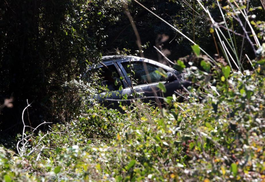 L'accident s'est produit vers trois heures du matin après le Cap Sagro, le véhicule s'est stabilisé au fond du ravin.