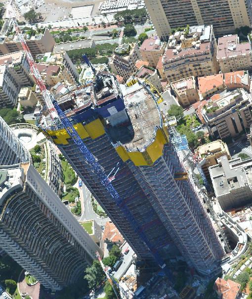 La tour Odéon, à Monaco, vue d'hélicoptère.