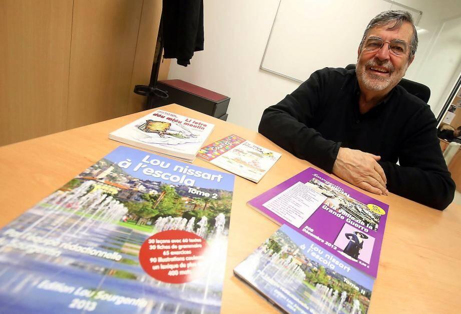 Un CD, Lou nissart à l'escola (à droite), un nouveau support qui vient compléter la panoplie linguistique du Sourgentin, à la fois association et publication présidée et dirigée par Roger Rocca.