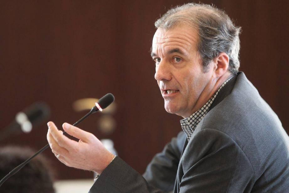Le maire UMP de Roquebrune-sur-Argens, Luc Jousse, dérape sur les Roms