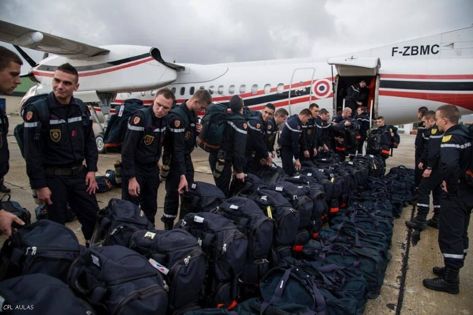 Partis hier soir de Paris, cinquante militaires de la sécurité civile de Brignoles sont prépositionnés à Mayotte pour intervenir dès que possible à La Réunion.