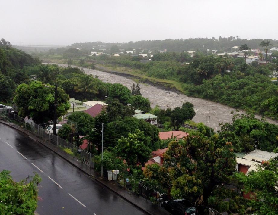 La Réunion, très régulièrement touchée par les cyclones, n'avait plus été frappé par un phénomène d'une telle intensité depuis 2002 et le passage du cyclone Dina .(DR)