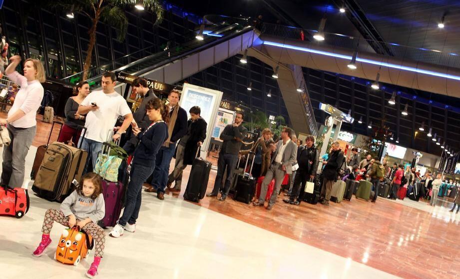 Longues files d'attente samedi à l'aéroport de Nice
