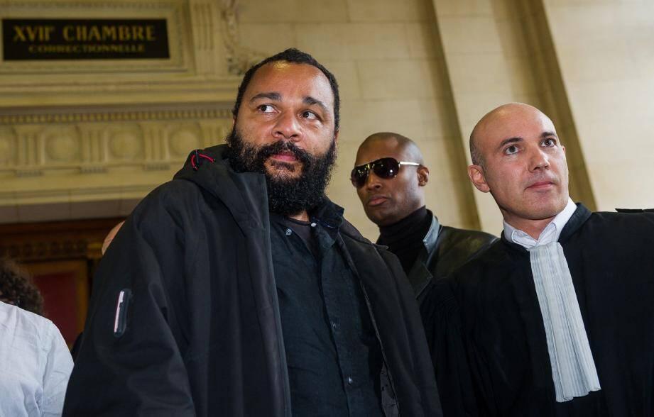 Habitué des tribunaux, Dieudonné doit toujours 65000e d'amende au Fisc. Mais désormais c'est sur la scène publique que l'humoriste affronte les procès les plus virulents.