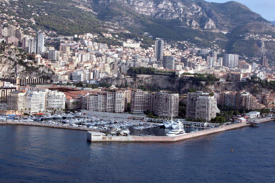 La Principauté de Monaco présente une bonne santé financière et dispose d'un bas de laine confortable : le fonds de réserve constitutionnel, dont la partie liquide s'élève à 2 milliards d'euros.