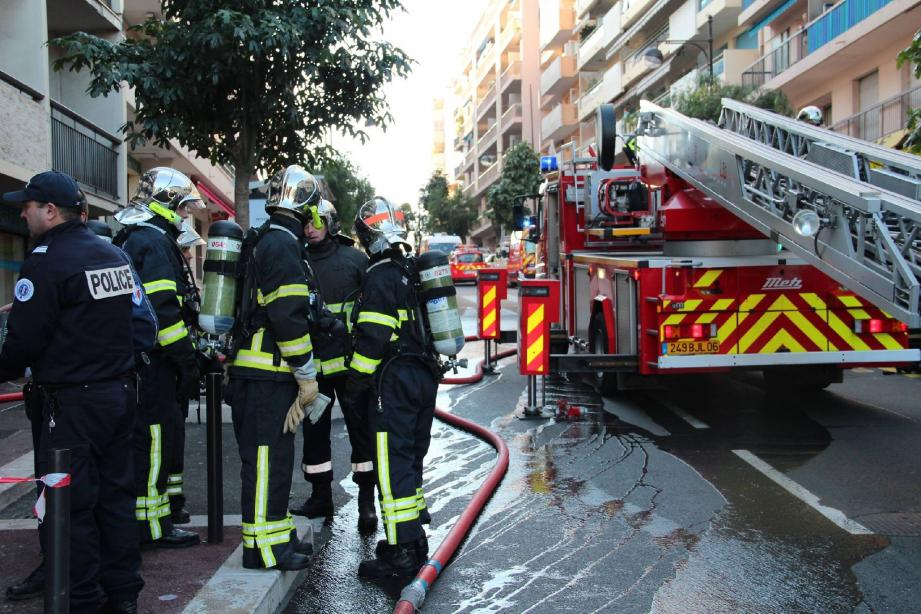 Les sapeurs-pompiers sont intervenus au 7e étage afin d'éteindre l'incendie qui s'était déclaré dans l'appartement de Sylvia Robon, ci dessous.
