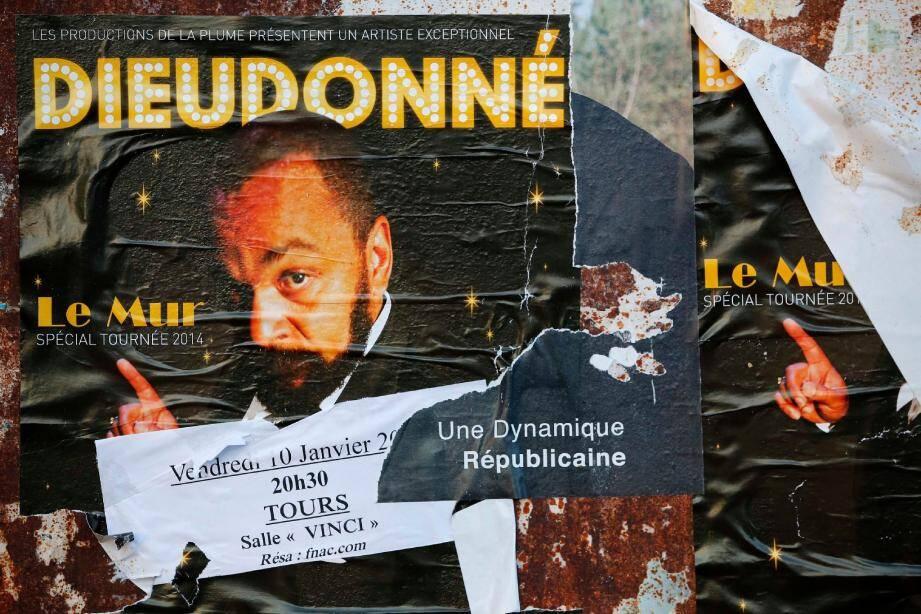 Après Nantes jeudi, le spectacle de Dieudonné prévu hier soir à Tours a également été interdit par le Conseil d'Etat.