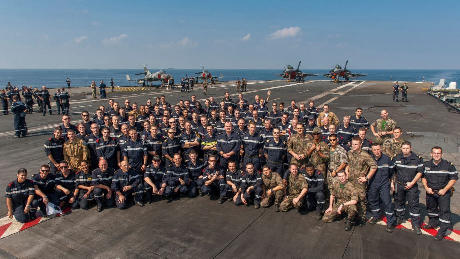 Le porte-avions et l'ensemble du groupe aéronaval ont quitté Toulon le 20 novembre dernier. Leur retour est programmé courant février.