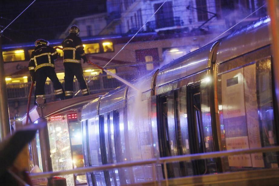 Plus de peur que de mal hier, station Thiers à Nice, après un début d'incendie sur le toit d'une rame du tramway.