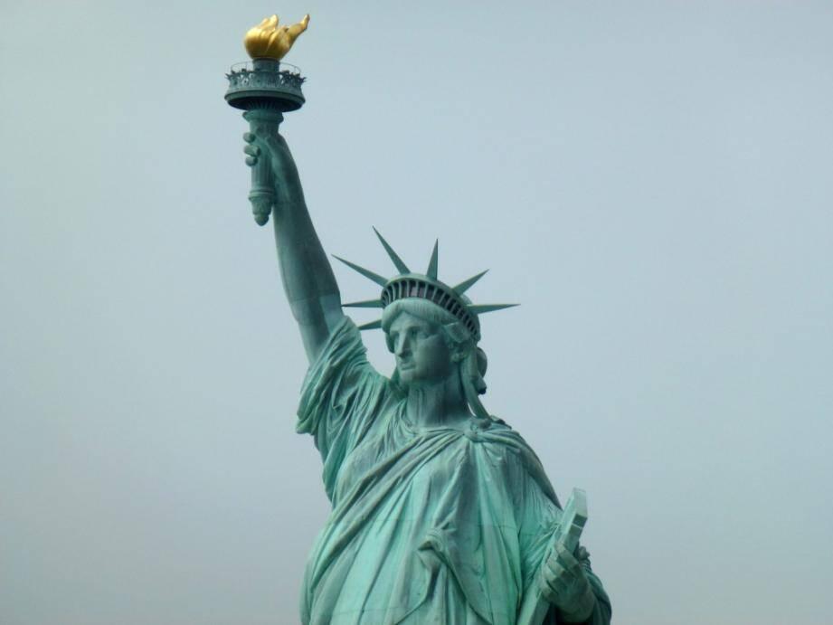 statue liberte new york bientot a nice 140124