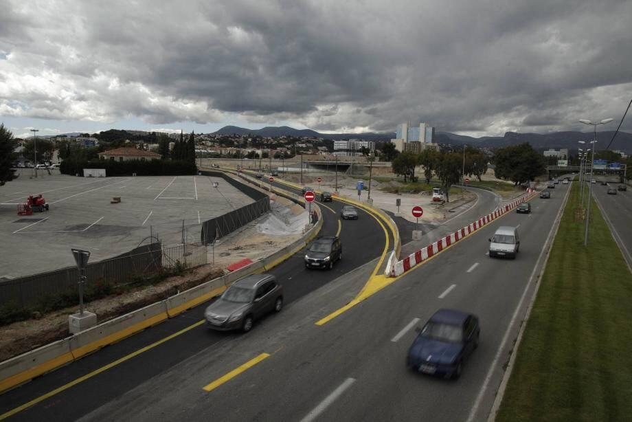 La sortie Nice-Promenade est déplacée, plus à l'ouest. Cette bretelle provisoire sera en service jusqu'en 2015.