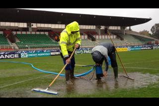 Le stade Coubertin sous la pluie ce samedi.